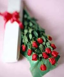 Roses in a Romantic Gift Box